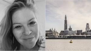 Onze Insider laat zich aan de haak slaan in de visbar en bewondert de Antwerpse skyline