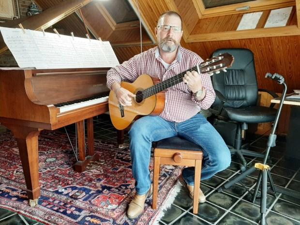 Gelauwerde pianist speelt muziek van ex-bouwvakker en ex-trucker Wilfried Ven