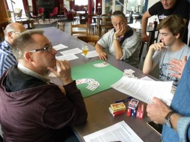 """Eerste workshop wiezen in aanloop naar het WK in Turnhout: """"We leren leken het kaarstspel aan en gevorderden hun tactiek verfijnen"""""""
