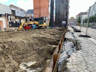 """Voetpad in vernieuwde straat ernstig verzakt door werken: """"Een schande"""""""