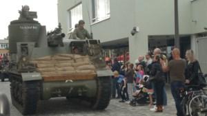 IN BEELD. Honderden Ekerenaren verwelkomen bevrijdingscolonne