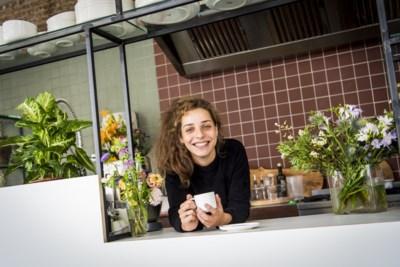 """Nieuwe koffie- en lunchbar opent vlak bij De Coninckplein: """"Ik ben verzot op deze buurt"""""""