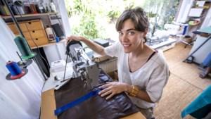 Hanne Beutels recycleert oud leder tot unieke handtassen