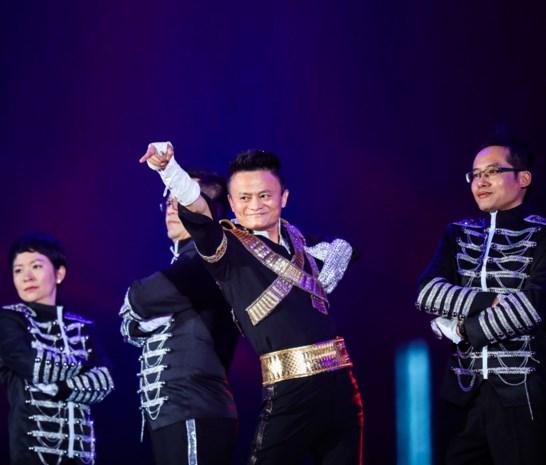 Het gepeste jongetje van 42 miljard: steenrijke oprichter van Alibaba gaat met pensioen