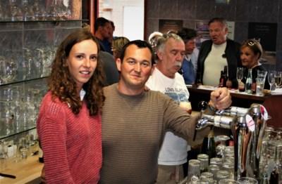 Koppel zet levenswerk van boezemvriend verder: klein dorp heeft weer een café