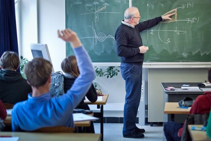 """Expert: """"Er is geen tekort, laat leerkrachten meer uren voor de klas staan"""""""