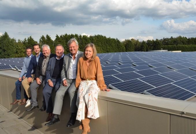 Kapels bedrijf laat 20.000 vierkante meter zonnepanelen op dak installeren
