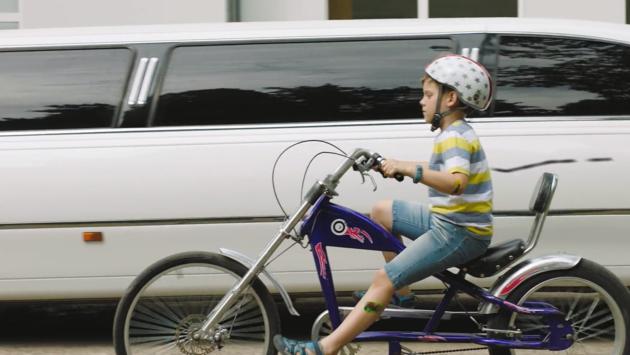 Wie betaalt de schade als je kind tegen een auto fietst?