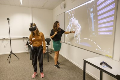 Primeur in AP Hogeschool: vroedvrouwen in spe ervaren zwangerschap in virtual reality