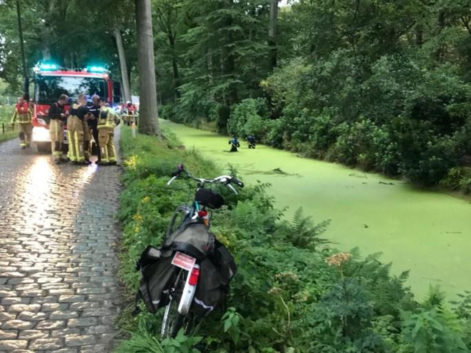 Brandweer doorzoekt gracht: duikers halen er fiets uit