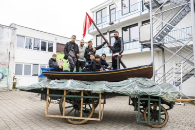 """Borgerhoutse jongeren knappen praalwagen op voor Reuzenstoet: """"Als Antwerpenaar voelen ze zich betrokken"""""""