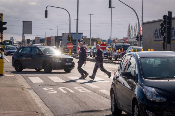 Kruispunt Langlaarsteenweg met A12 buiten gebruik door aangereden sturingskast