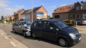 Drie gewonden bij stevige kop-staartbotsing in Sint-Niklaas