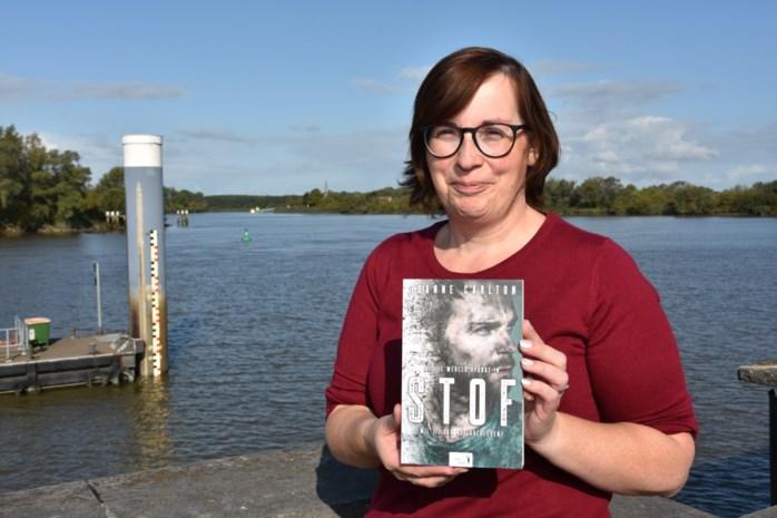 Sandra Vets vertaalt eigen boek 'Dust' naar het Nederlands