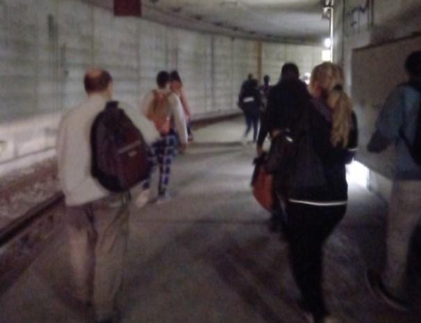 """Incident op overvolle tram: """"We moesten via tunnelkoker naar perron wandelen, levensgevaarlijk"""""""