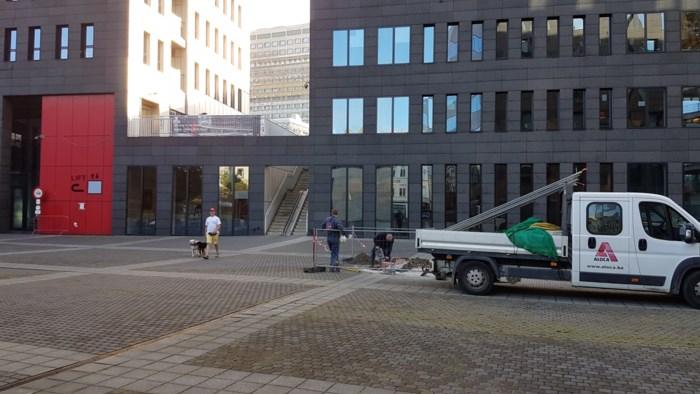 Voorbereidende werken voor fietshelling aan Parkbrug aan de gang