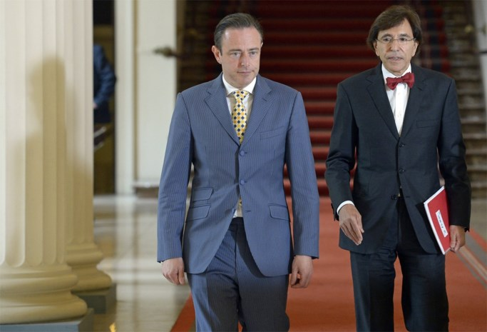 """Elio Di Rupo: """"CD&V en Open VLD moeten beslissenen of N-VA meedoet in federale regering"""""""