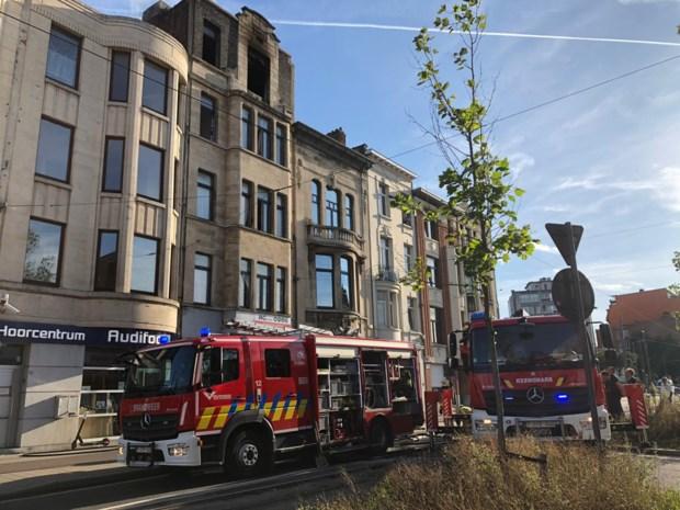 Uitslaande brand legt appartement op Turnhoutsebaan in as