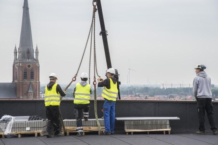 330 zonnepanelen op dak van Warande: energiefactuur met 13.000 euro omlaag