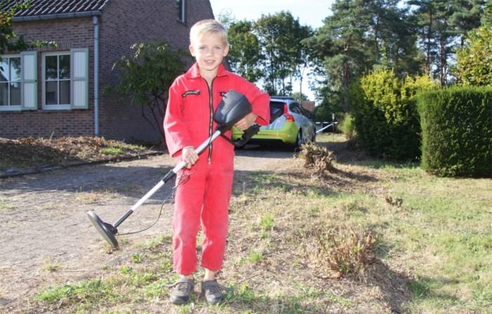 Zelfs Dovo staat ervan te kijken wat Thomas (7) allemaal in zijn tuin vindt