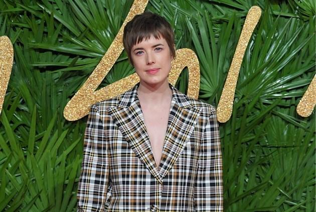 Agyness Deyn maakt haar comeback op de catwalk van Burberry
