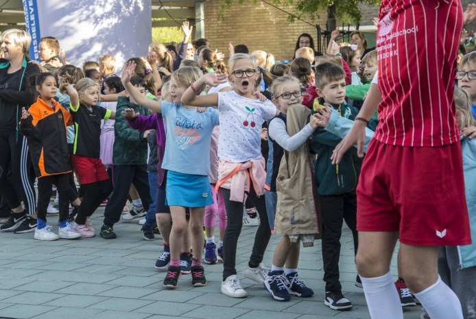 Droomdag voor leerlingen Voorheide: in sporttenue naar school én livemuziek van de Ketnetband