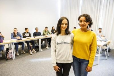 """Meer internationale studenten volgen taalles aan UAntwerpen: """"In Irak werkte ik als dokter, hier begin ik als student"""""""