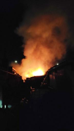 Rij tuinhuisjes aan volkstuinen beschadigd door brand