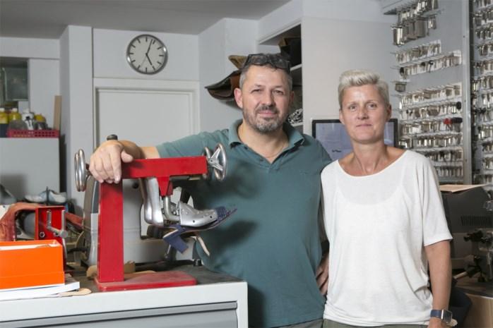 Schoenmaker Hans zit al dertig jaar in het vak, maar trekt nu aan de alarmbel