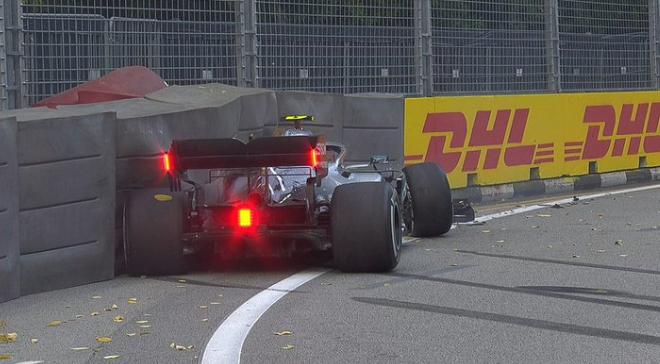 Max Verstappen snelste tijdens eerste oefensessie in Singapore, Bottas crasht