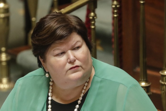 """Minister De Block spreekt Novartis tegen: """"Medicijn voor Pia kan wél gratis"""""""