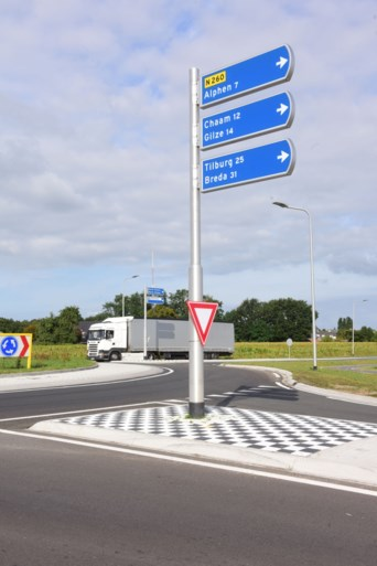 Nog geen verbodsborden voor zwaar verkeer aan rotondes randweg