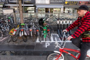 Actie aan station: tot 350 euro boete voor foutgeparkeerde fietsen en steps