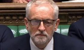 """Boris Johnson daagt parlement uit om regering te doen vallen: """"Dien maar een motie van wantrouwen in"""""""