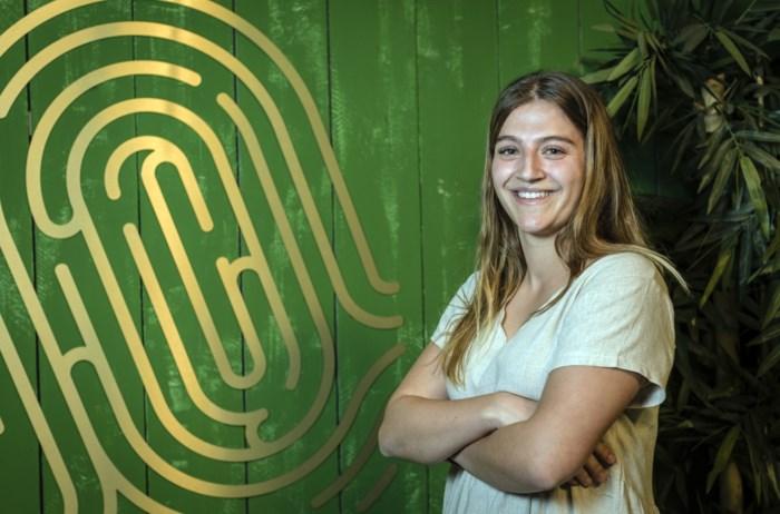 Ex-kandidate 'De Mol' promoot 'body positivity' met sexy fotoshoot