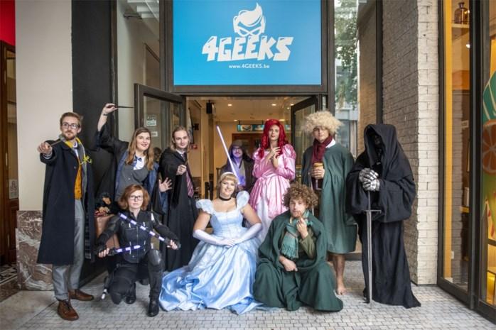 Superhelden, T-shirts, toverstaffen en badslippers: voor alle geeks wat wils in de Stadsfeestzaal