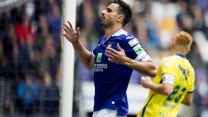 Waasland-Beveren snoept punten af van zwalpend Anderlecht