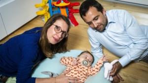 Baby Pia maakt geen antistoffen aan: artsen kunnen levensreddende prik toedienen