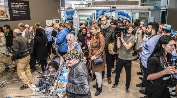 """Stormloop bij opening Albert Heijn in Turnova: """"We zijn nu al zeker dat dit een succes wordt"""""""
