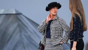 Supermodel Gigi Hadid stopt grappenmaakster die 'infiltreert' tijdens modeshow