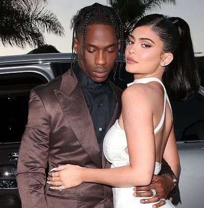 Kylie Jenner poseert voor Playboy en laat al een stukje bloot zien