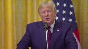 Trump geeft journalist er stevig van langs na vraag over Oekraïne-affaire