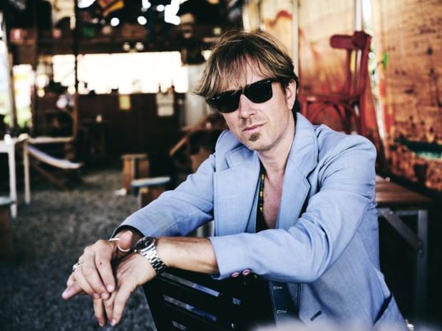 """Stef Kamil Carlens geeft twijfels positieve draai op tweede soloplaat: """"Ik wil optimistisch in het leven staan"""""""