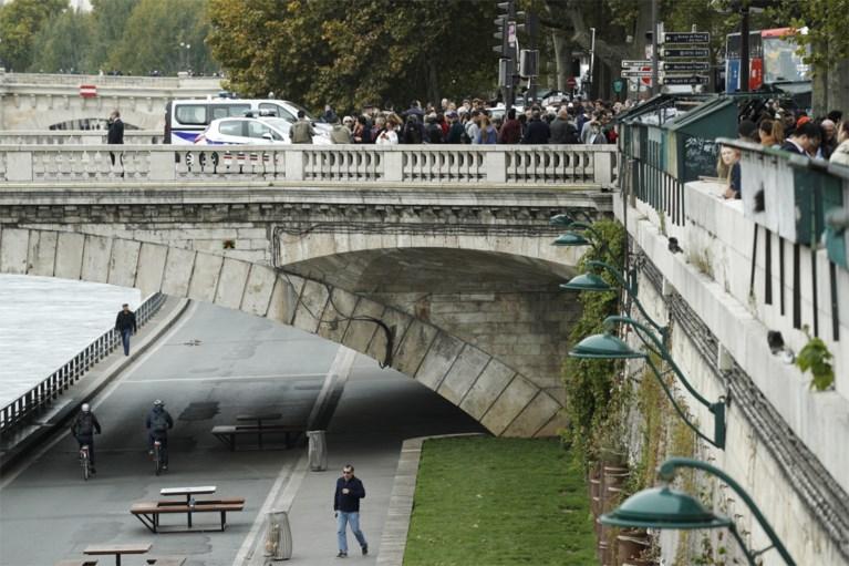 Vier doden bij mesaanval op politiekantoor in Parijs, ook dader overleden, vrouw verdachte opgepakt