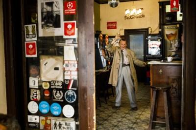 Gezocht: barvrouw (met ballen) voor echt Antwerps café
