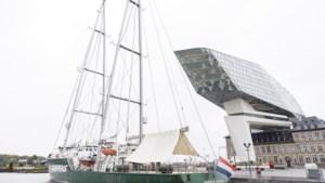 Rainbow Warrior meert aan in Antwerpen: onze reporter nam een kijkje in het schip
