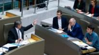Oppositie verlaat Vlaams Parlement, meerderheid debatteert verder zonder cijfers