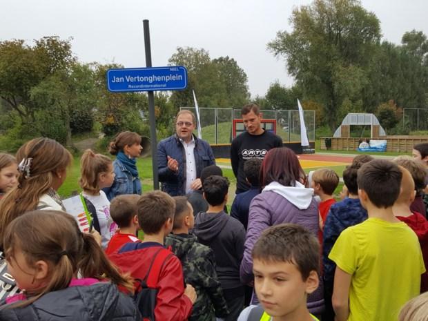 180 enthousiaste kinderen heten  Jan Vertonghen van harte welkom
