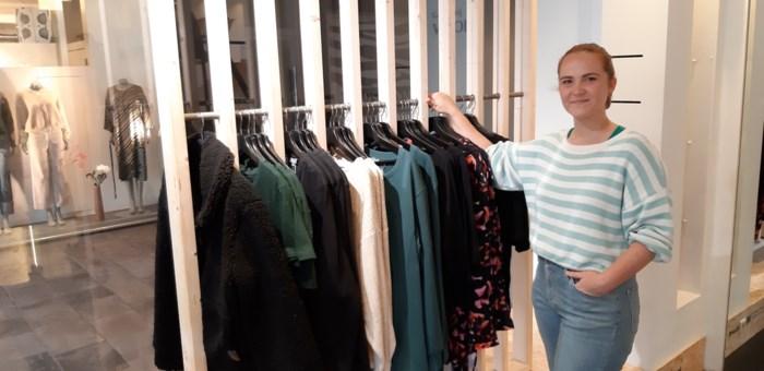 """Dameskledingwinkel Rand opent in gaanderij Vapole: """"Ik geloof in een mooie toekomst voor de Mortselse middenstand"""""""