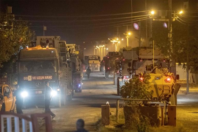 """Turkse troepen steken grens met Syrië over, Koerden roepen op tot weerstand op """"kritiek historisch moment"""""""